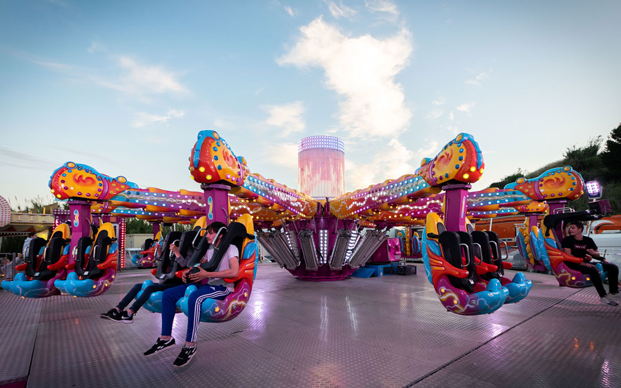 Une attraction à MAgic World - parc d'attractions à Hyères